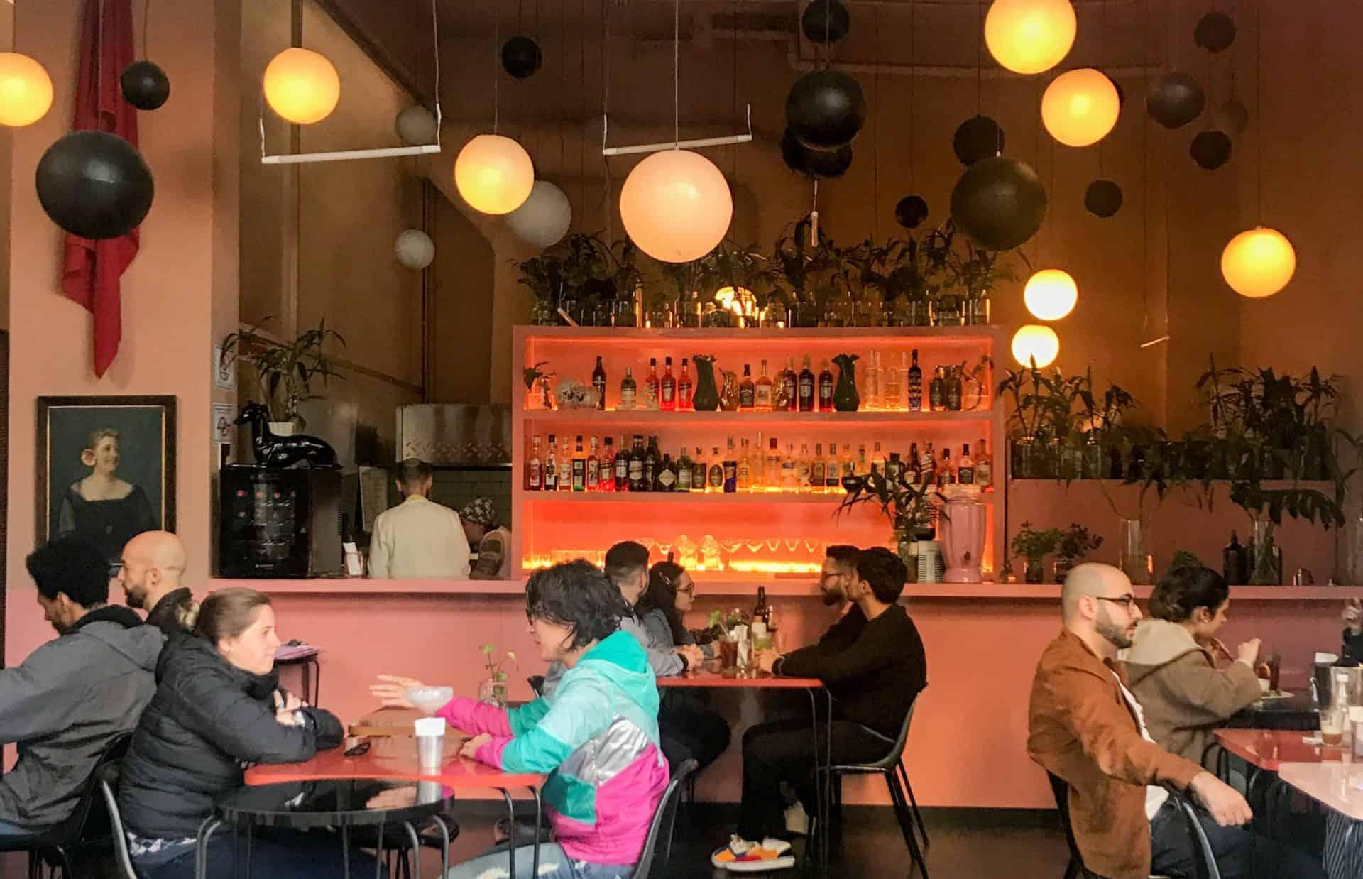 Antigo hotel abriga bar descolado no Centro de SP