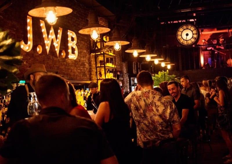 Bar J.W Bradley em Buenos Aires tem bebidas e diversão a bordo de um vagão de trem