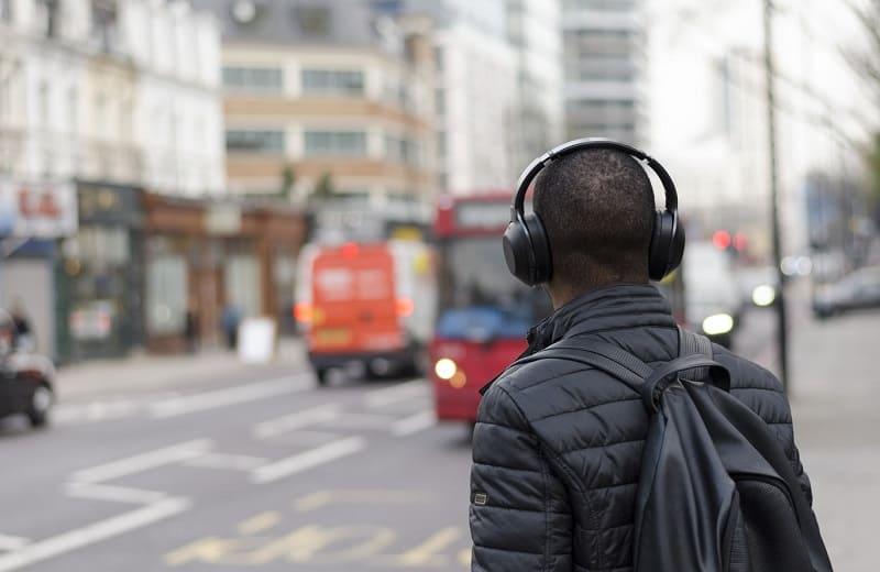 7 podcasts de viagem brasileiros para embalar seu próximo roteiro