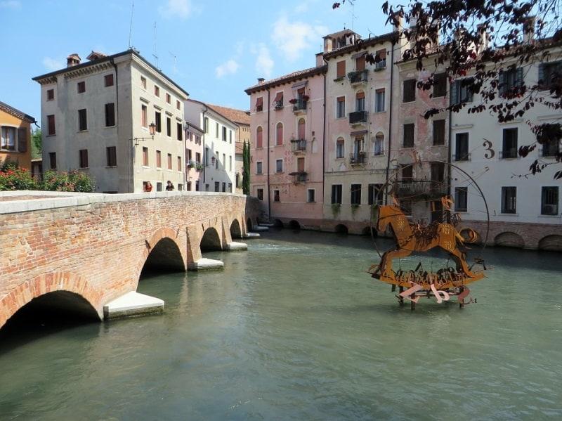 Treviso: cidade cheia de canais, pontes e palácio na Itália conhecida como Pequena Veneza