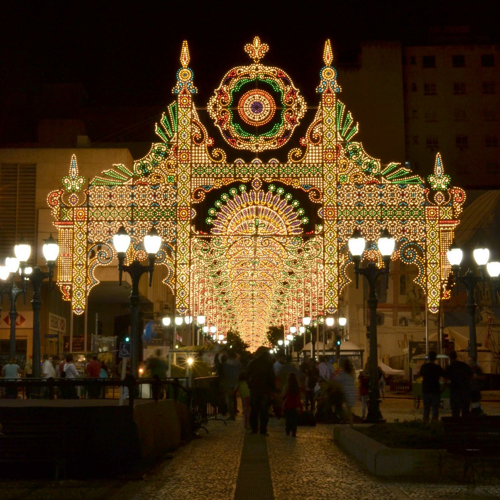 Magia e encanto no ar: confira destinos para passar o Natal no Brasil