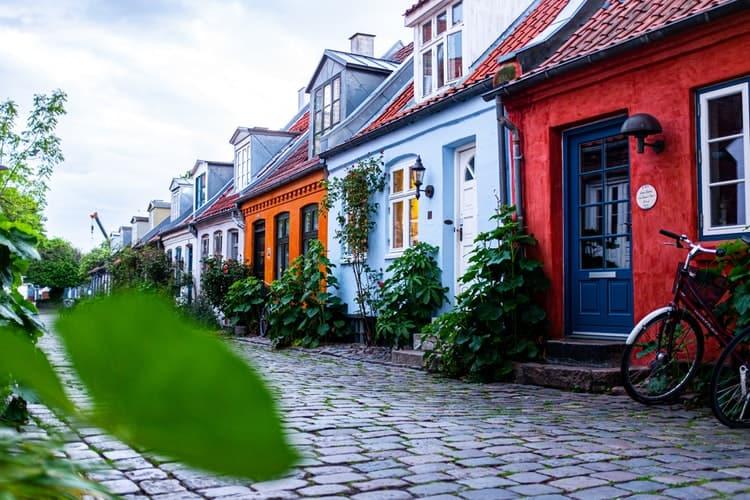 rua de Møllestien, em Aarhus, um dos destinos que ainda não estão lotados
