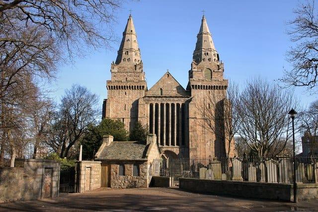 St Machar's Cathedral, em Aberdeen. Foto CC BY-SA 2.0 Martyn Gorman