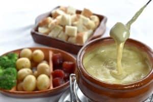 Onde comer fondue em Gramado: 11 opções de restaurantes para conhecer