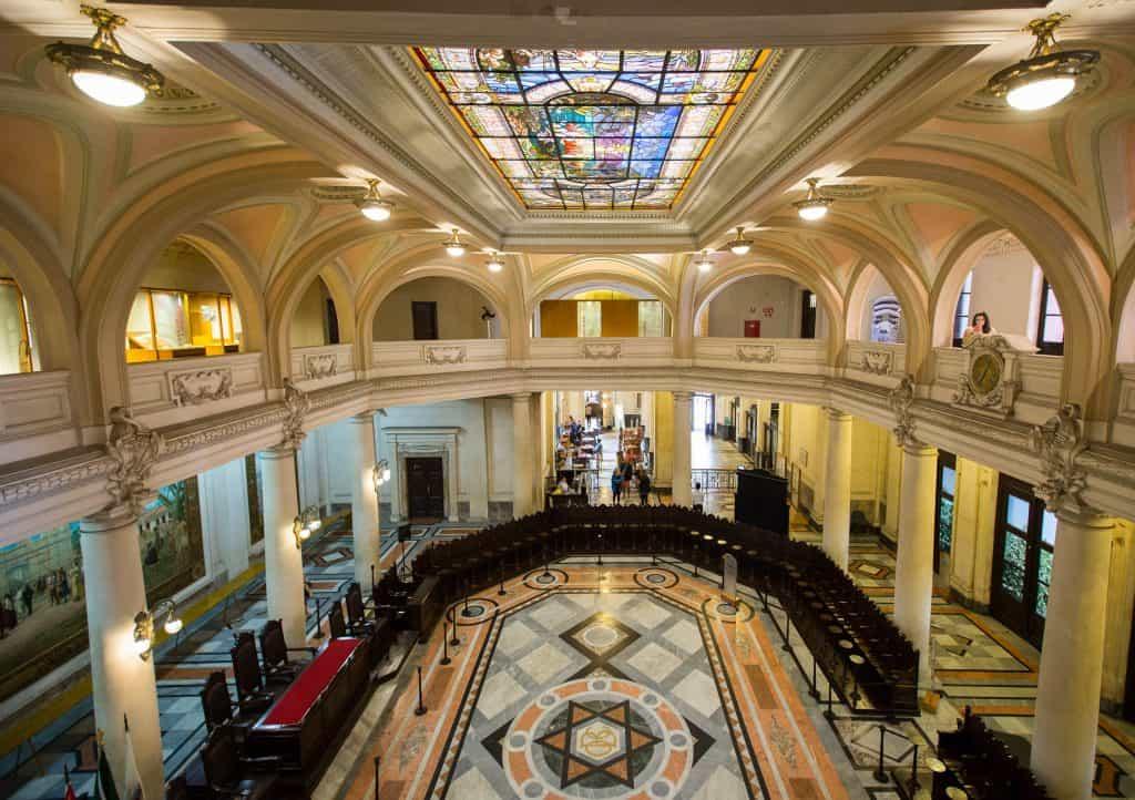 Conheça o Museu do Café, um dos edifícios mais lindos de Santos