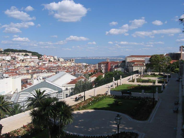 Descubra o Jardim de São Pedro de Alcântara em Lisboa