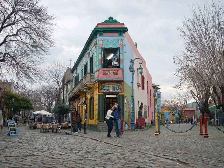 La Boca: bairro colorido e berço de La Bombonera para conhecer em Buenos Aires