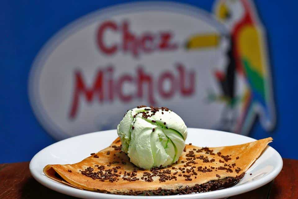 Crepe de chocolate com sorvete e crocante do Chez Michou