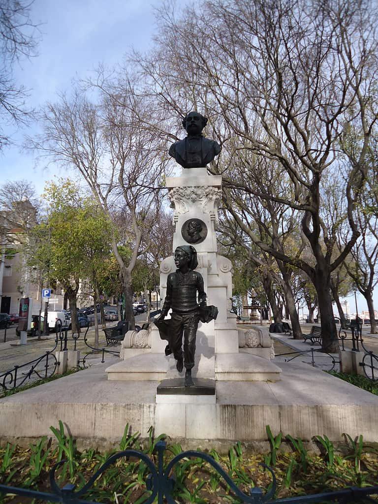 Diversas estátuas estão espalhadas pelos jardins. Foto CC BY-SA 3.0 Carlos Luis M C da Cruz