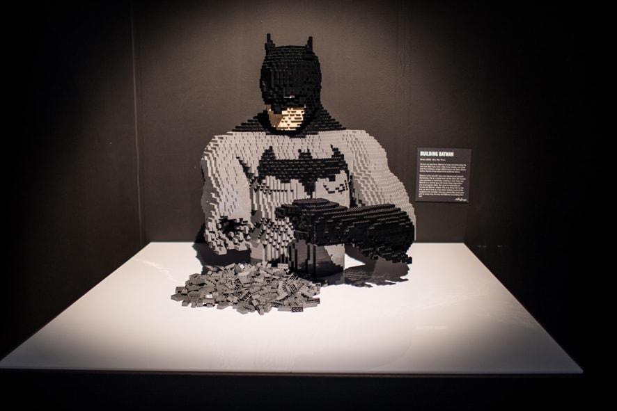 Exposição em São Paulo tem heróis e vilões da DC Comics feitos de Lego