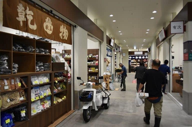 O clássico mercado de peixe em Tóquio mudou de endereço, mas merece sua visita
