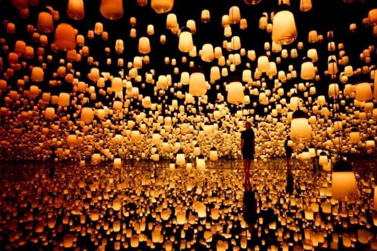 """Museu em Tóquio tem exposições imersivas e sensoriais para você """"entrar"""" em obras de arte"""