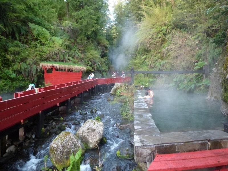 Lindas e relaxantes: conheças as piscinas naturais de Termas Geométricas no Chile
