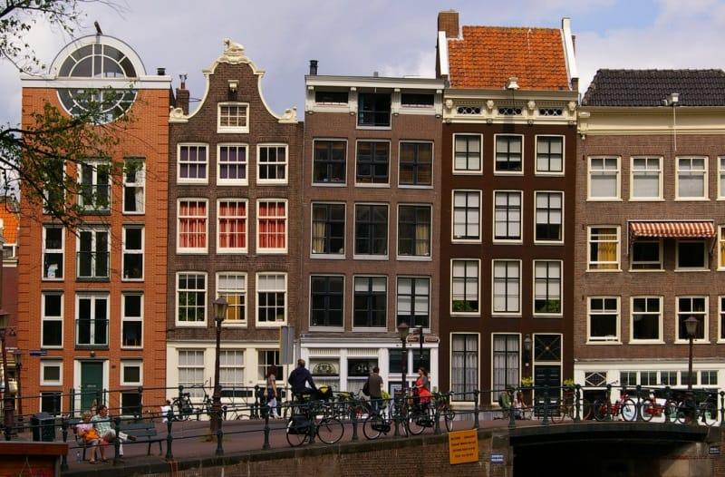 Vai mochilar pela Europa? Este hostel em Amsterdã é perfeito para você