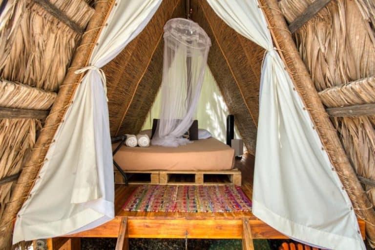 Que tal ficar em um hostel descolado com vista para um vulcão ativo na Costa Rica?