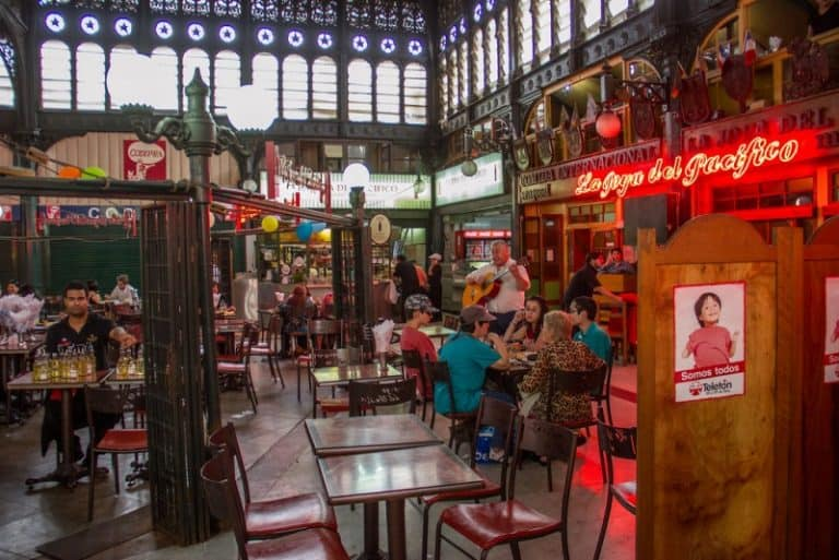 Mercado Central de Santiago tem restaurantes com pratos clássicos do Chile