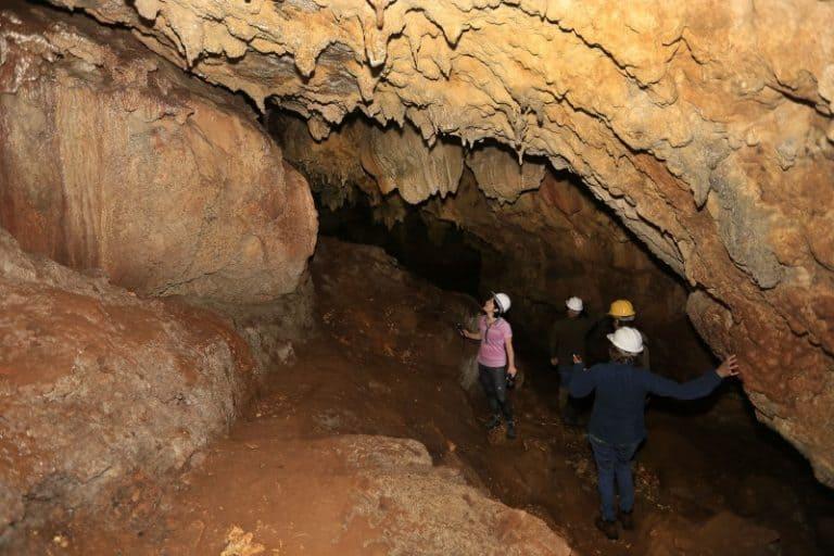 Parque Estadual de Campinhos, perto de Curitiba, tem grutas e cavernas monumentais