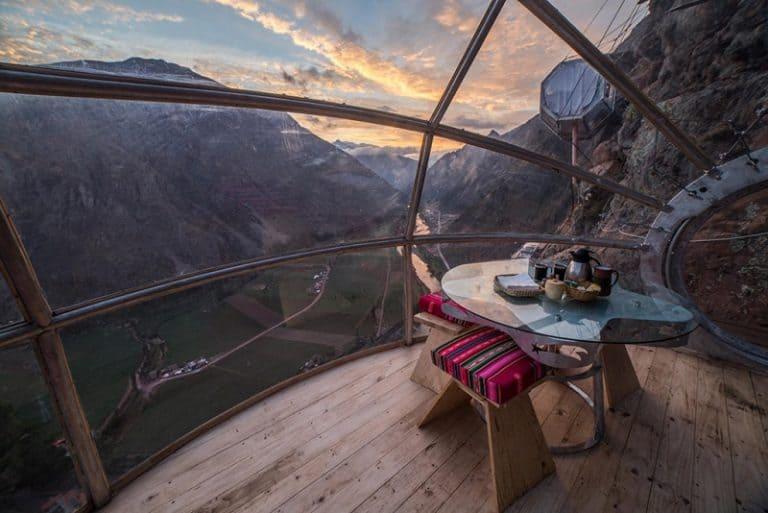 Este hotel de vidro cravado na montanha do Vale Sagrado no Peru é incrível