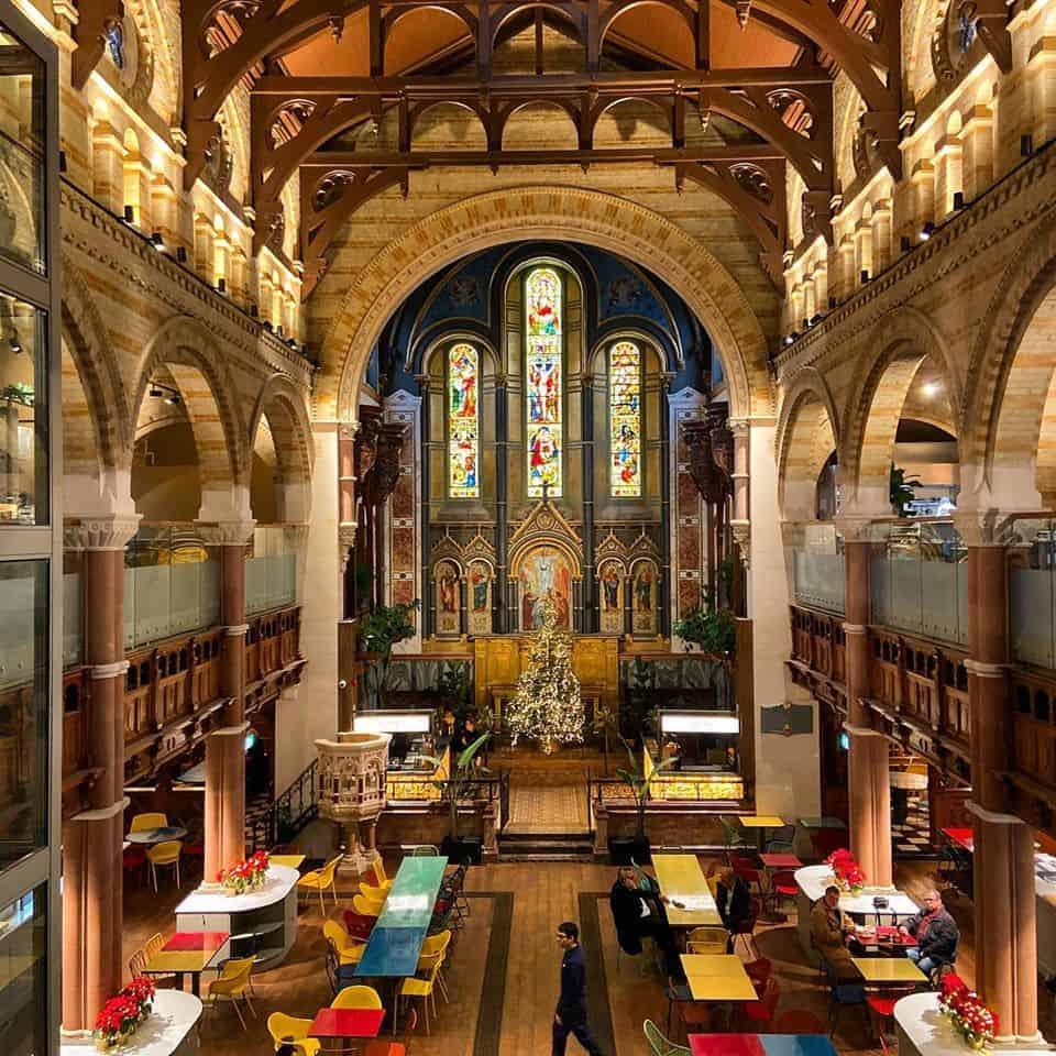 Antiga igreja de Londres agora é mercado gastronômico