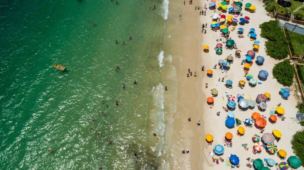 Brasil sobe no ranking de praias com qualidade; saiba quais possuem Bandeira Azul nesteverão