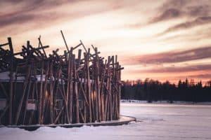 Este hotel na Suécia fica sobre um lago congelado