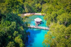 Encante-se com as águas azuis da Lagoa Preta, no interior do Paraná
