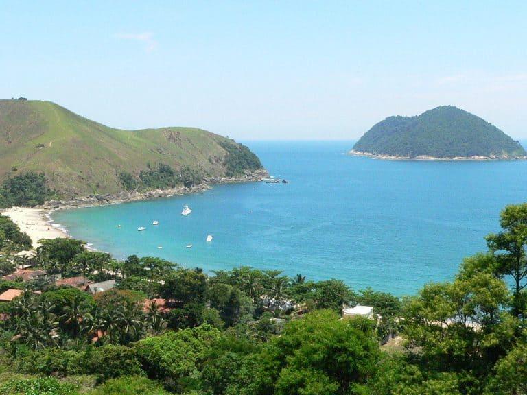 Os encantos de São Sebastião, no litoral paulista: são 100 km de praias e natureza linda