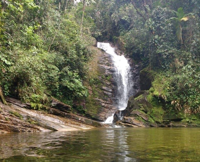 Lave a alma na Cachoeira Ipiranguinha, pertinho do centro de Ubatuba