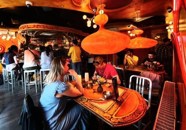 Coffeeshops em Amsterdã poderão banir turistas; entenda
