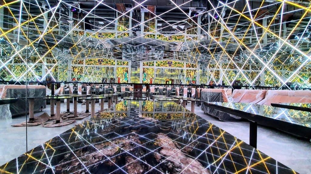 Rodeado de espelhos, Infini Bar abrirá as portas em São Paulo