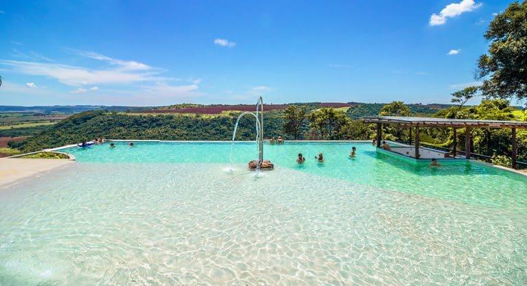 Piscina com mirante: conheça a praia artificial deBrotas