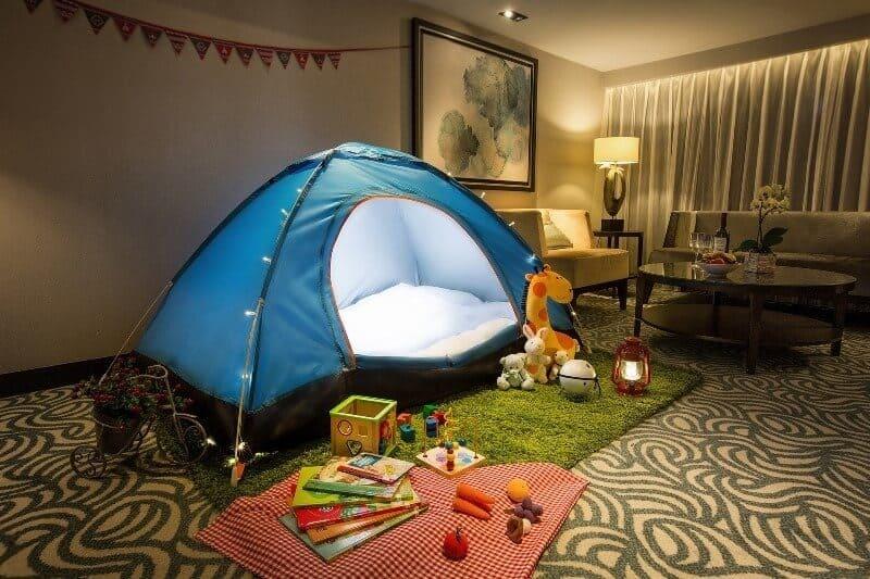 Que tal acampar dentro de casa? Veja dicas e até receitinhas clássicas do camping