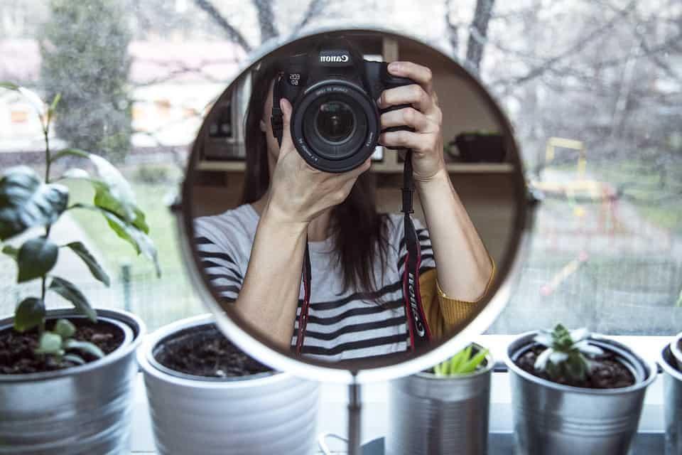 como tirar fotos sozinha