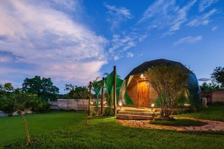 Tendas charmosas e clima romântico tomam conta dessa hospedagem fofíssima em Delfinópolis