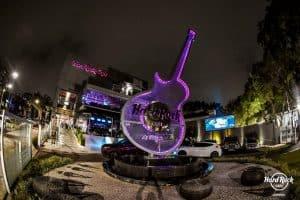 Hard Rock Cafe: restaurante com hamburgão, drinks e música boa