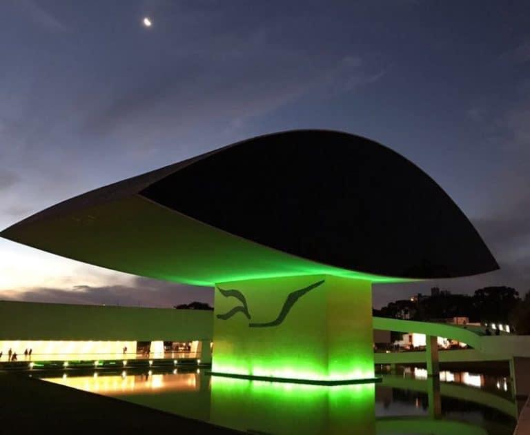 Vai visitar Curitiba? Você precisa conhecer o magnífico Museu Oscar Niemeyer, o Museu do Olho