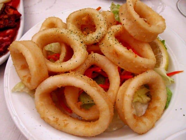 Prato de tapas espanholas de lula frita