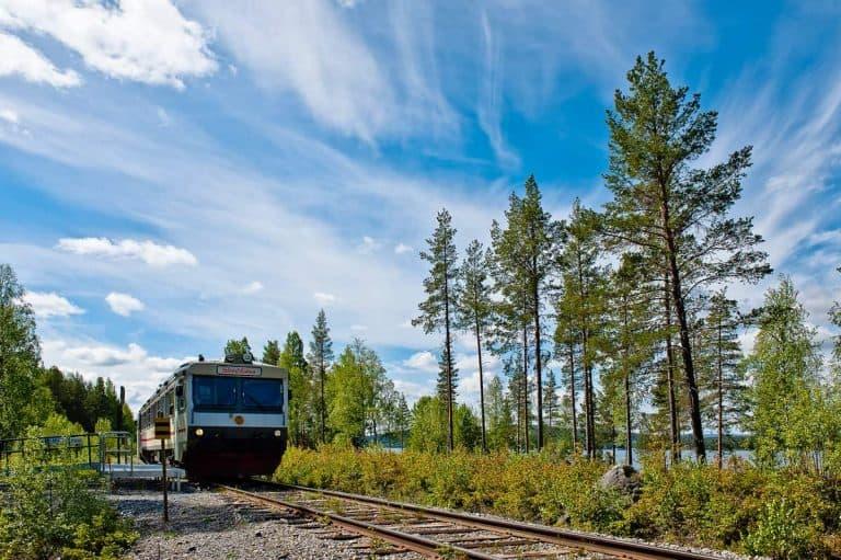 Trem que vai da Suécia para a Noruega passa por paisagens dignas de cinema