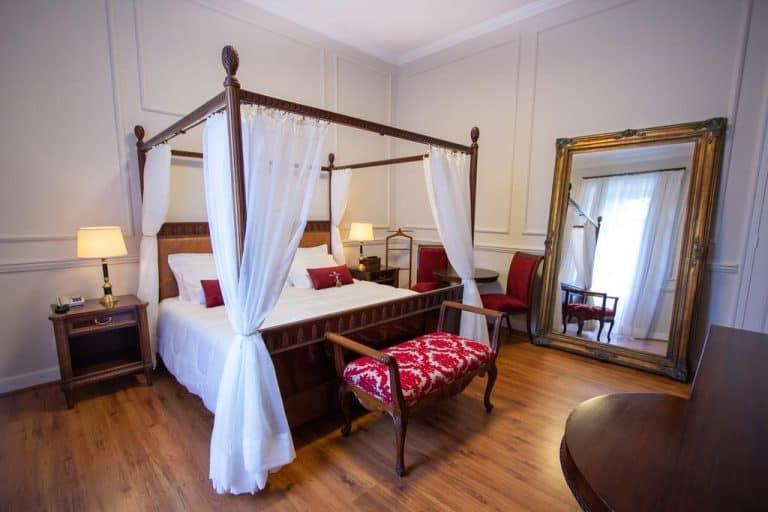 Hospede-se em um casarão lindo do século XIX em Petrópolis e sinta-se como a nobreza do império