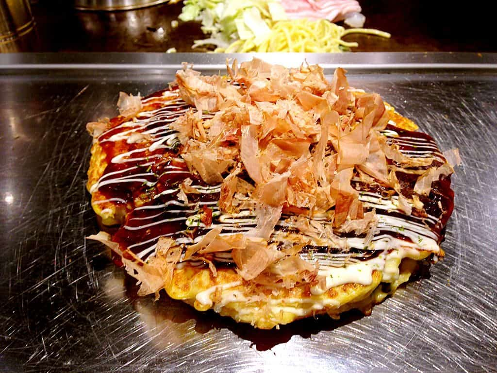 """Do mundo à mesa: faça o Okonomiyaki, uma """"panqueca"""" japonesa deliciosa"""