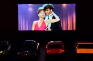 A volta do drive-in: cinema ao ar livre é opção napandemia