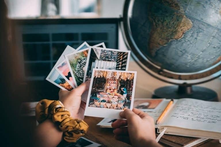 10 maneiras criativas de organizar suas lembranças de viagem
