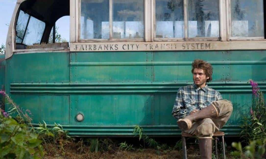 """Famoso """"Magic Bus"""" retratado no livro e filme """"Na natureza selvagem"""" é retirado do seu local por segurança"""