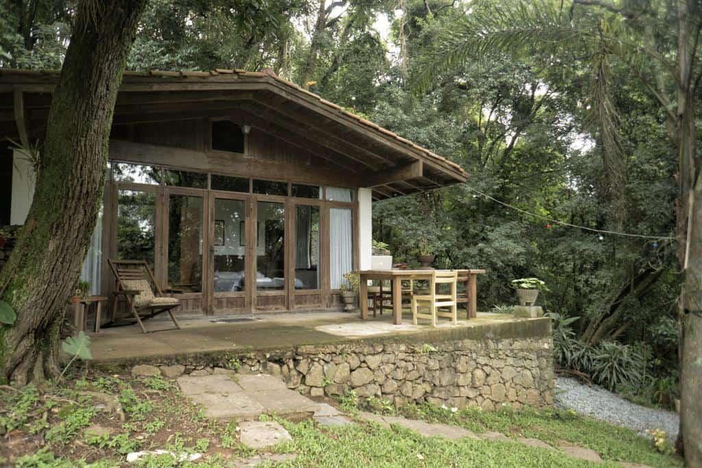 Um chalé perfeito para curtir a natureza na Serra da Cantareira