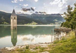 Conheça o vilarejo submerso na Itália que está na série daNetflix