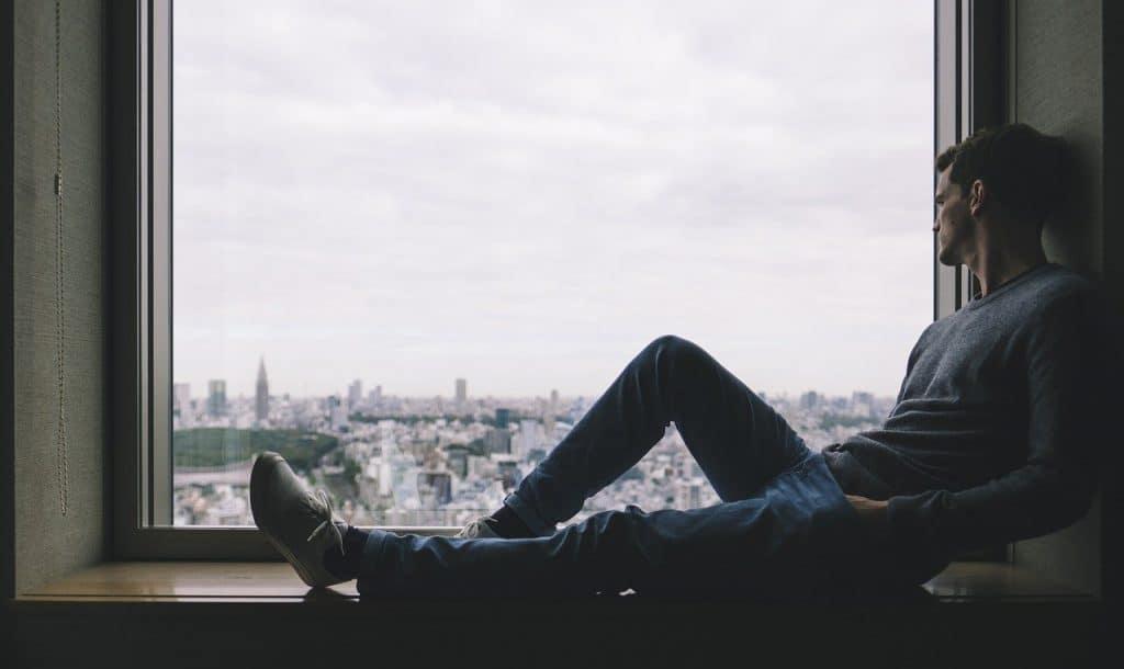 Sente, relaxe e curta paisagens de janelas espalhadas mundo afora!