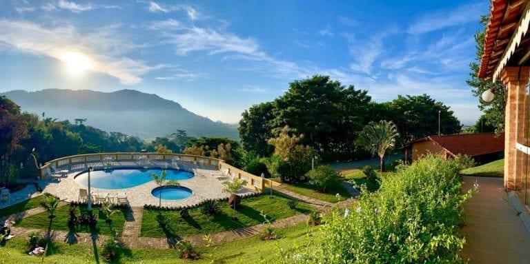 Serra, cachoeiras e águas termais no interior de SP – essa hospedagem é perfeita para relaxar!