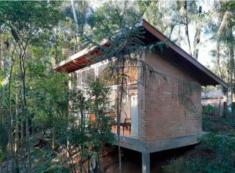 Uma cabana no meio do mato perto de Campos do Jordão é tudo o que você precisa na pós quarentena