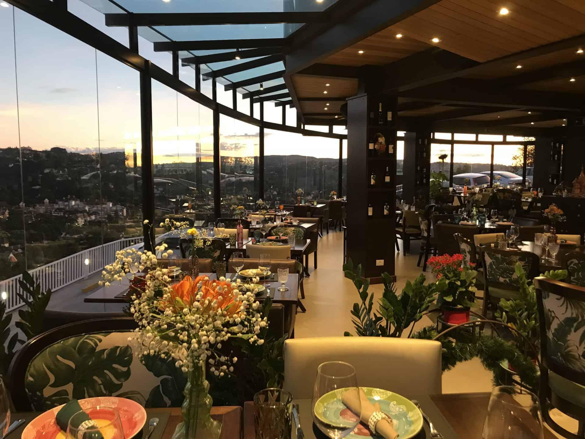 Restaurante Bella Vista tem alta gastronomia e visão panorâmica de Campos do Jordão