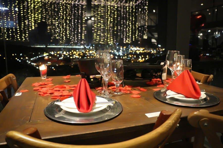 Com vista para a Costa Esmeralda, restaurante em SC é perfeito para um jantar romântico